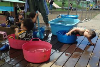 水で遊ぼう